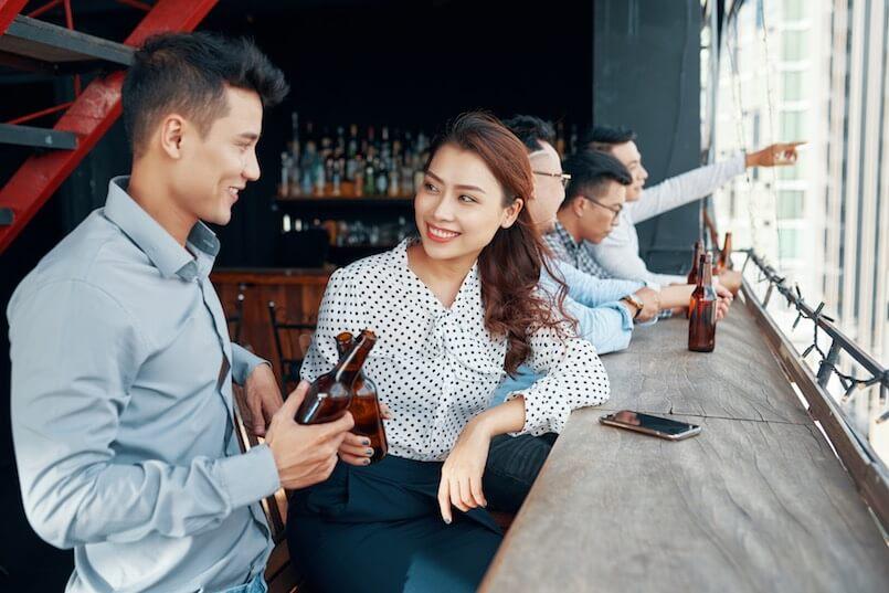 Flirten in der Bar - Erhoffe dir nichts von deinem Getränk